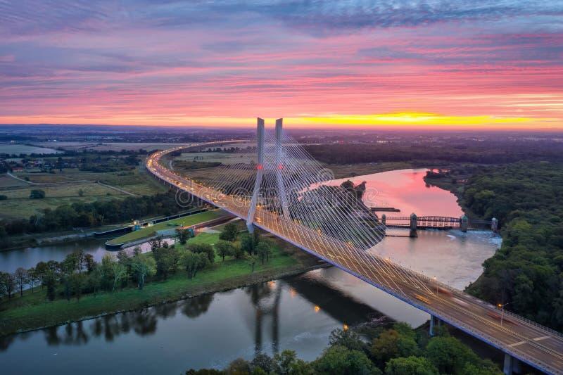 Вид с воздуха на Мост Редзинский в Вроцлаве, Польша стоковые изображения rf