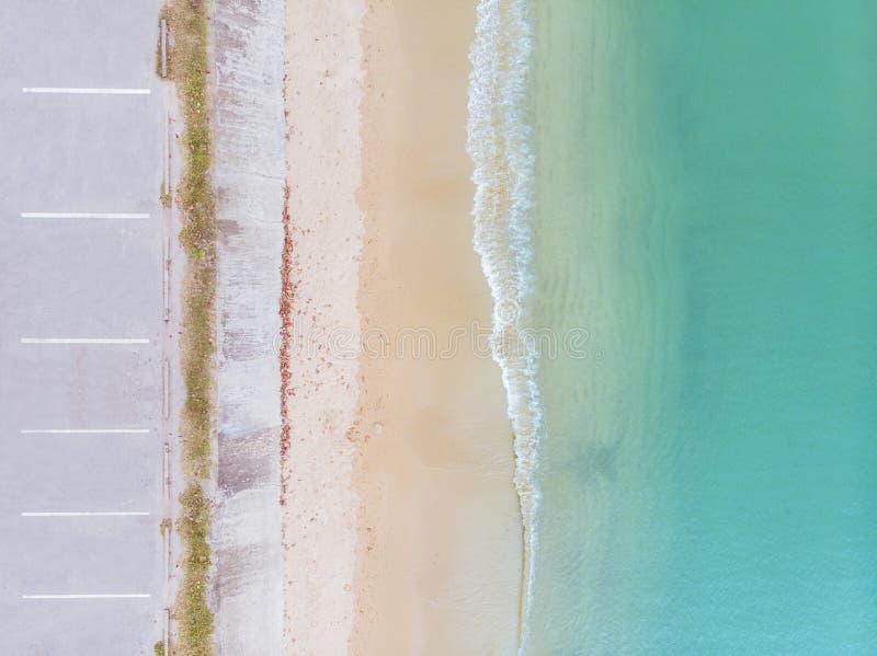 Вид с воздуха на пляж и море стоковые фотографии rf