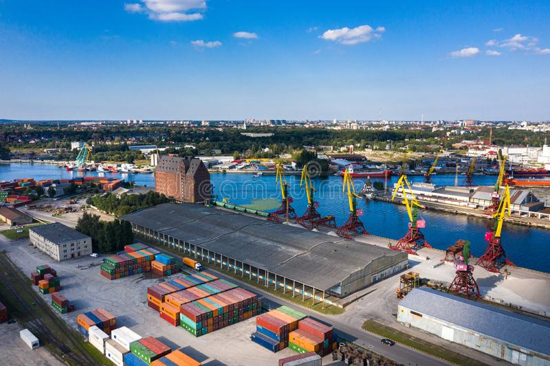 Вид с воздуха на промышленный порт Калининград, Россия стоковое изображение