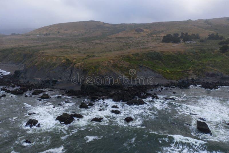 Вид с воздуха океана и северная калифорния плавают вдоль побережья стоковое изображение rf