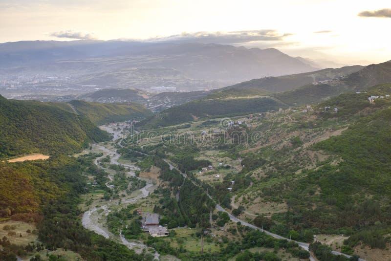 Вид с воздуха окраины Тбилиси, Georgia стоковое фото rf