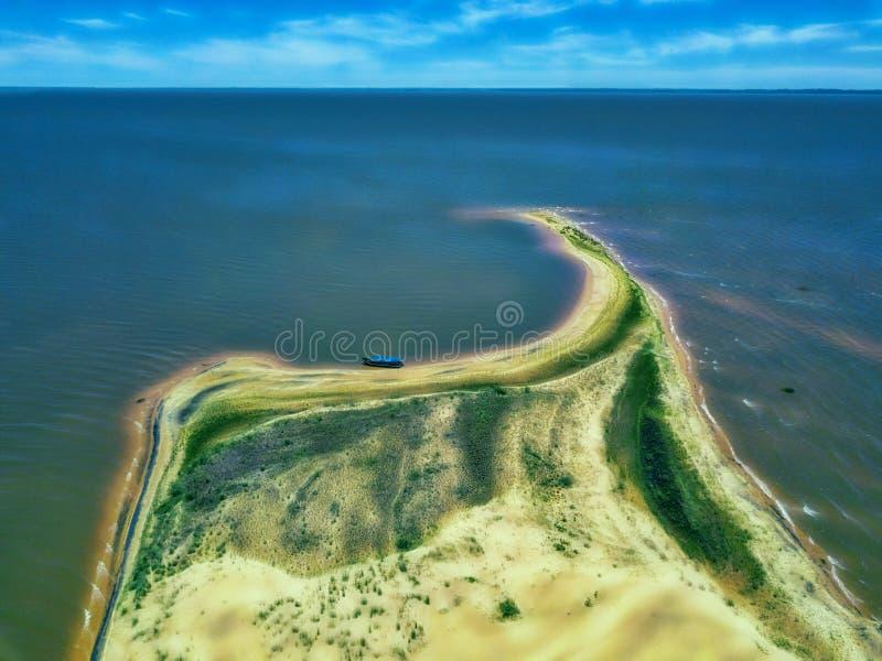 Вид с воздуха острова дюн - Las Dunas de Сан Cosme y Damian - в середине Рио Parana, около города Encarnacion стоковые изображения