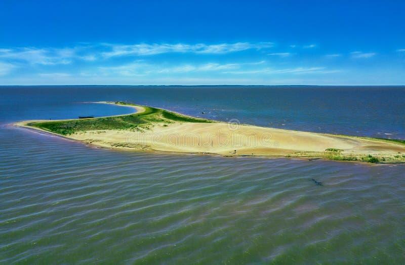 Вид с воздуха острова дюн - Las Dunas de Сан Cosme y Damian - в середине Рио Parana, около города Encarnacion стоковое изображение rf