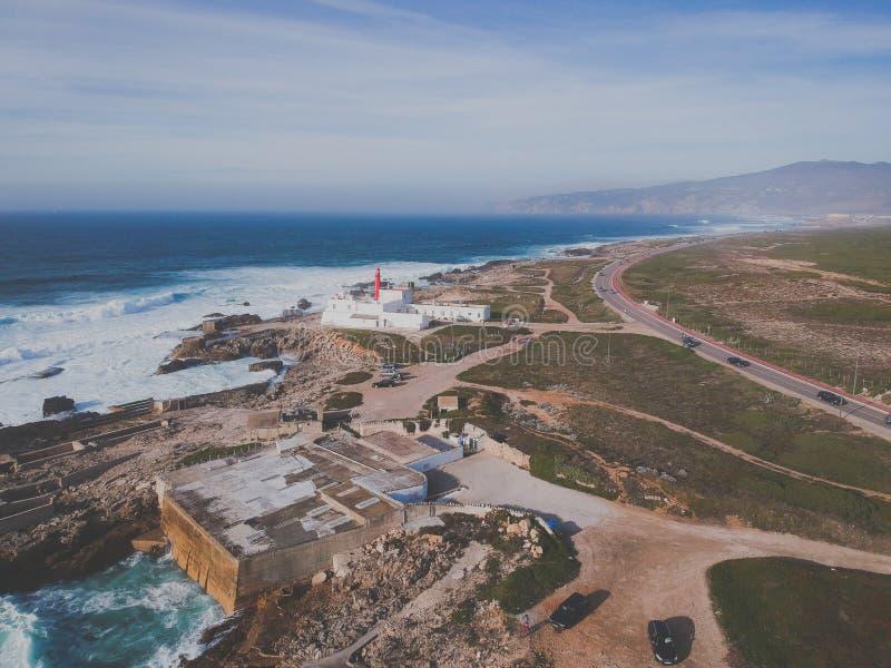 Вид с воздуха от маяка в португальской береговой линии Маяк Cascais raso накидки, Португалия стоковые изображения rf