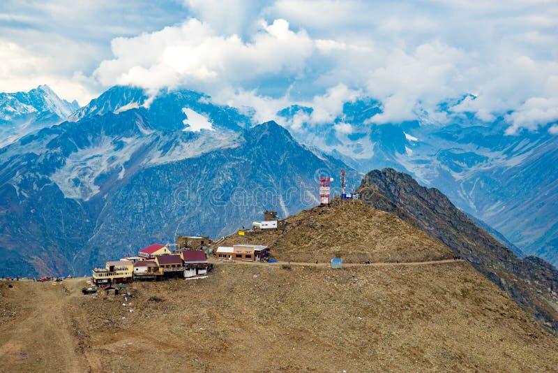 Вид с воздуха от трутня Ландшафты горы лета Karachay Cherkessia, Dombay, западного Кавказа стоковые изображения