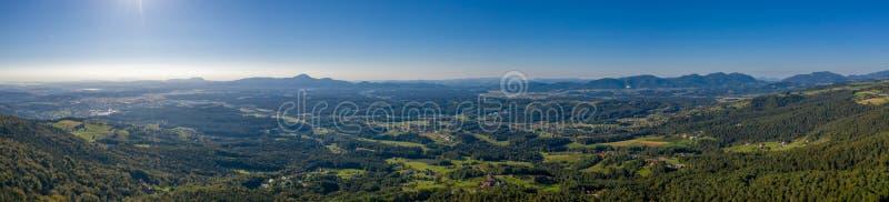 Вид с воздуха от Pohorje на Soouth область восточной Словении, Штирии стоковое фото