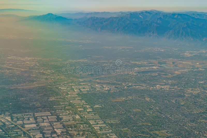 Вид с воздуха парка Монтерей, Rosemead, взгляда от сиденья у окна внутри стоковое фото rf