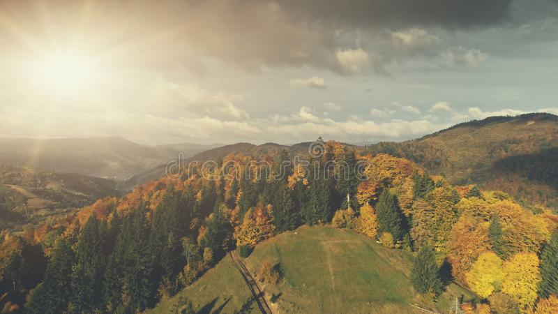 Вид с воздуха пейзажа осени прикарпатской горы стоковое изображение rf