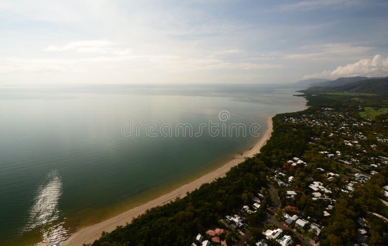 Вид с воздуха пляжа 4 миль Port Douglas Квинсленд australites стоковое изображение