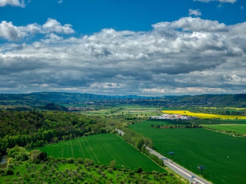 Вид с воздуха поля плантации стоковые фото