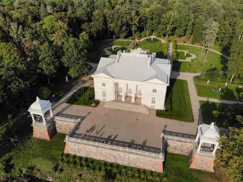 Вид с воздуха поместья Uzutrakis в Trakai, Литве стоковое изображение rf