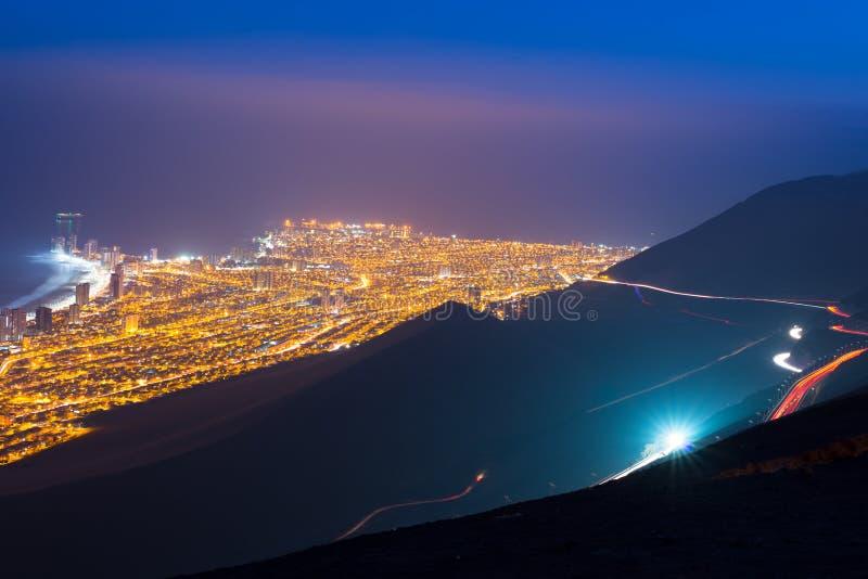 Вид с воздуха портового города Iquique в побережье пустыни Atacama стоковая фотография
