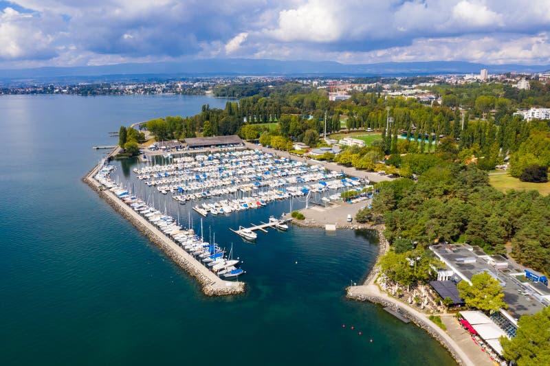 Вид с воздуха портового района Ouchy в Лозанне Швейцарии стоковая фотография rf