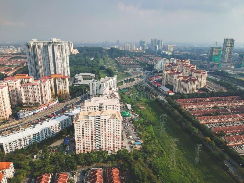 Вид с воздуха посёлка Bandar Utama жилого расположенного в пределах subdivisi Damansara стоковая фотография rf