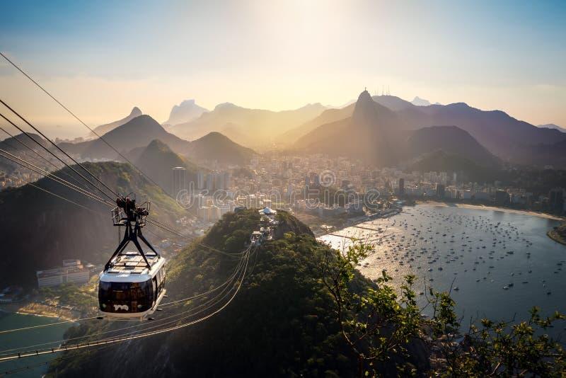 Вид с воздуха Рио-де-Жанейро с Urca и горой фуникулера и Corcovado хлебца сахара - Рио-де-Жанейро, Бразилией стоковая фотография rf