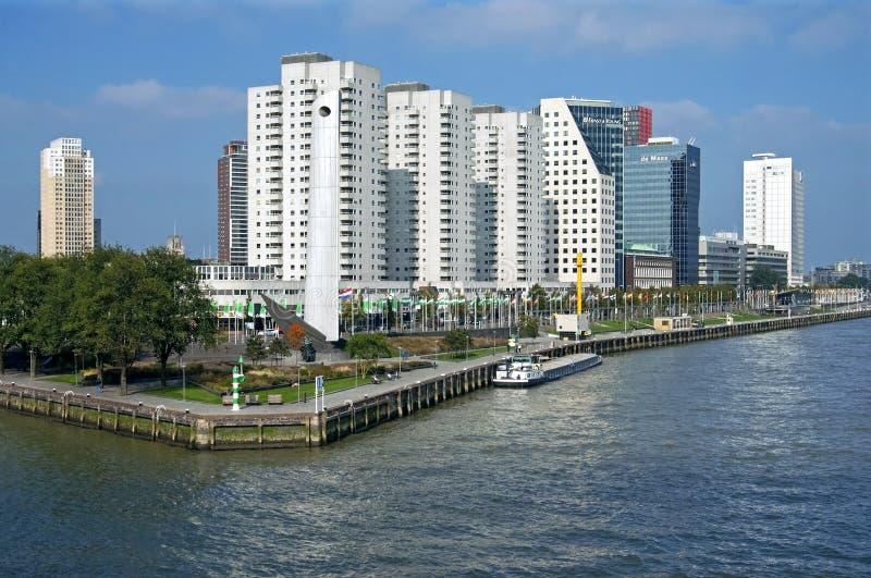 Вид с воздуха Роттердама с рекой и небоскребами стоковые изображения rf
