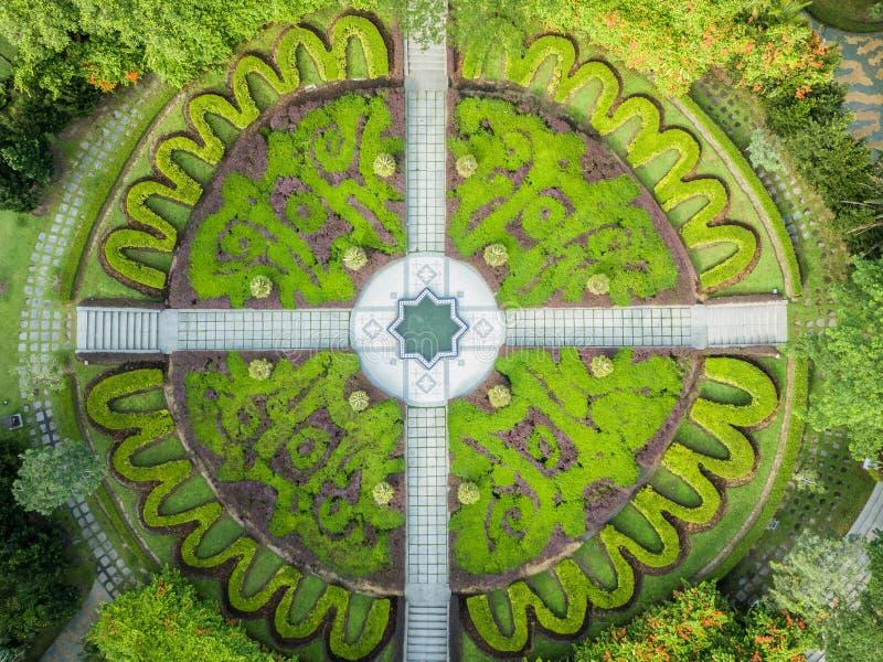 Вид с воздуха садов озера, Куала-Лумпур от трутня стоковое фото