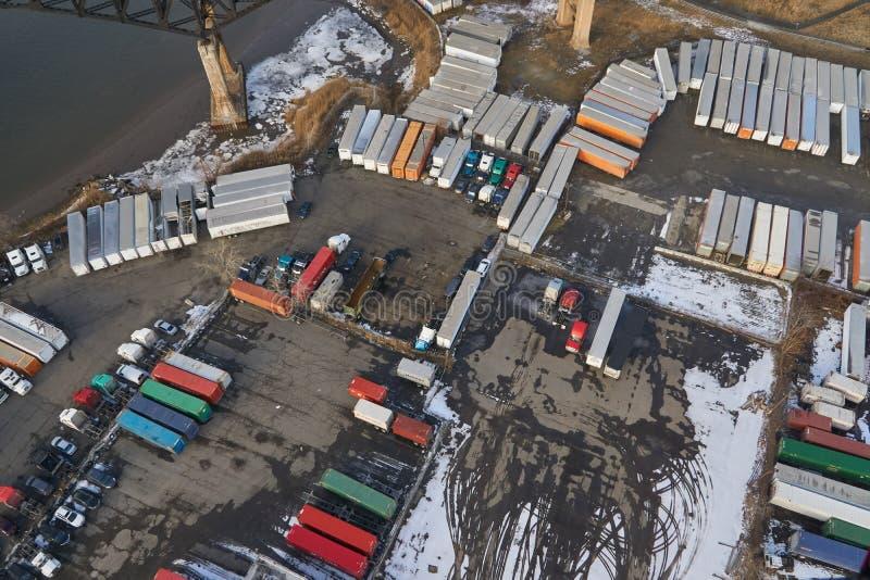 Вид с воздуха сверху вниз на грузовые контейнеры в районе промышленного порта Нью-Джерси, Соединенные Штаты стоковое изображение rf