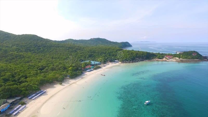 Вид с воздуха скалистых островов в море Andaman, Таиланде poda Таиланд krabi острова Долгая выдержка пляжа Makua стоковая фотография