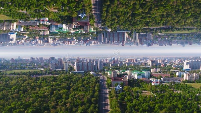Вид с воздуха современных городских горизонта и городского пейзажа в солнечном летнем дне, влияния горизонта зеркала средства кра стоковое изображение rf