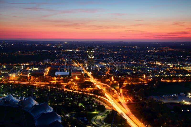 Вид с воздуха современных европейских окраин города в выравнивать света стоковая фотография rf