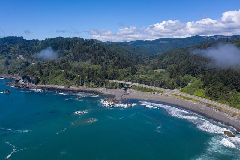 Вид с воздуха сценарной береговой линии северной калифорния стоковые изображения rf