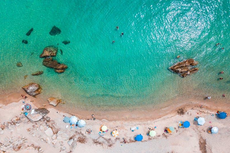 Вид с воздуха тропического пляжа стоковое фото