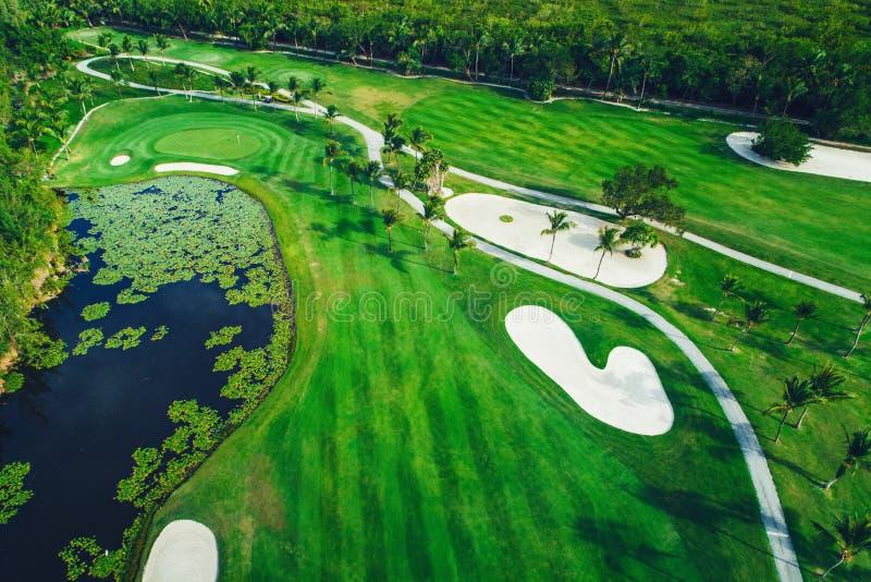 Вид с воздуха тропического поля для гольфа, Доминиканской Республики, Punta c стоковое изображение rf
