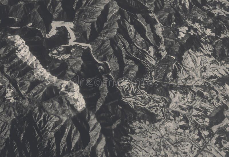 Вид с воздуха фермы и дороги в зиме стоковое фото