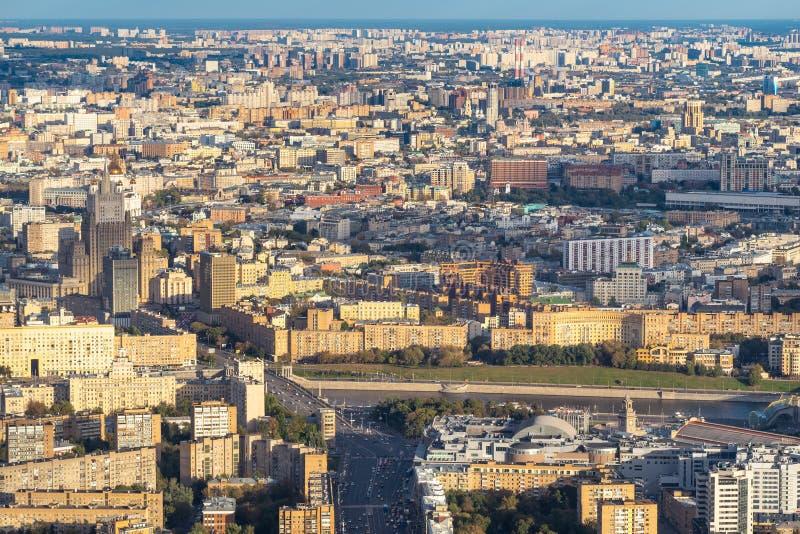 Вид с воздуха центра и к югу от города Москвы стоковое изображение