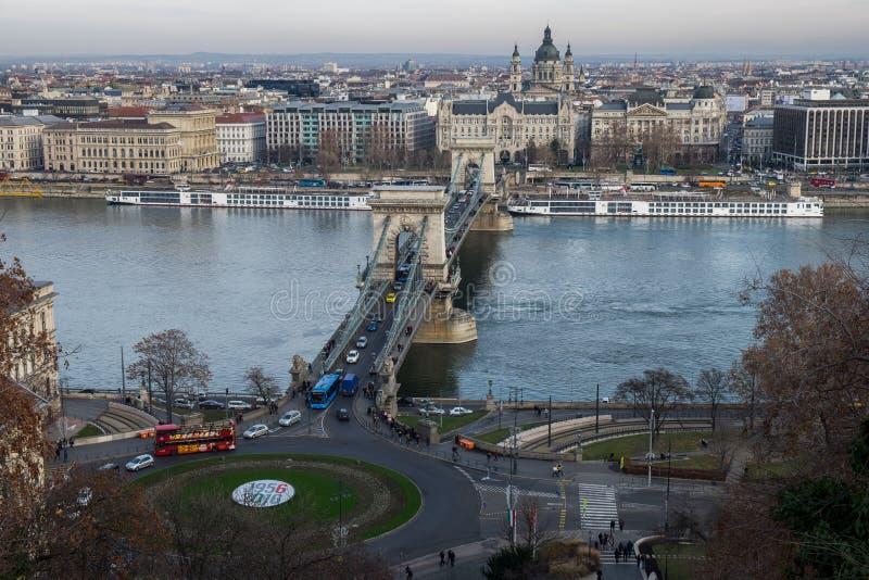 Вид с воздуха цепного моста на Дунае стоковые изображения rf