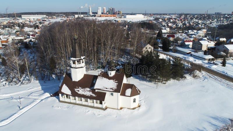 Вид с воздуха церков значка Смоленска матери бога в деревне Podolino стоковое изображение