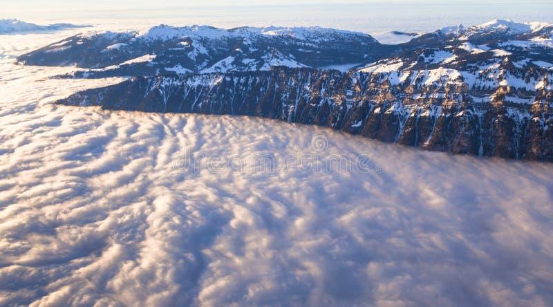 Вид с воздуха швейцарских горных вершин стоковое фото rf