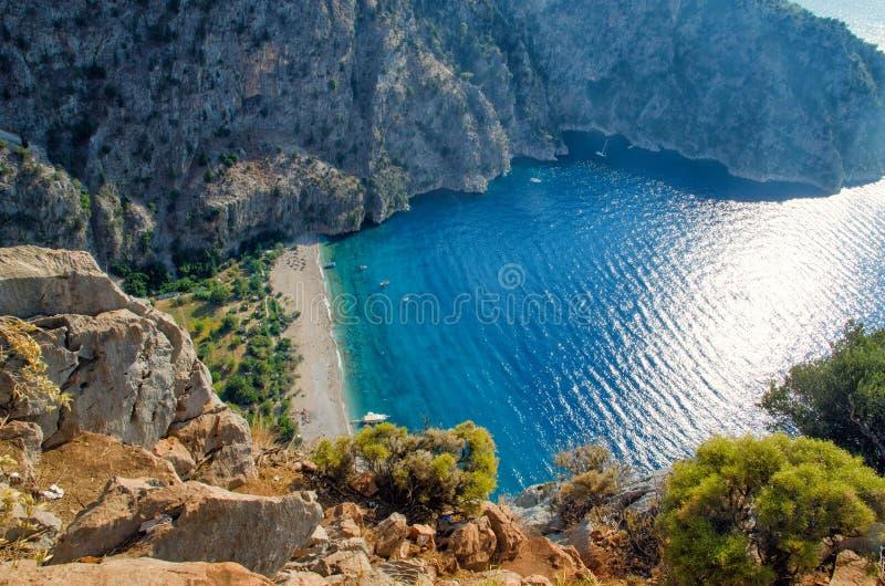 Вид с воздуха Butterfly Valley в Oludeniz Солнечное взгляд сверху ландшафта пляжа лета Fethiye, ориентир ориентир природы Турции стоковое фото