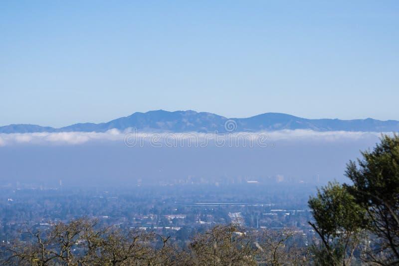 Вид с воздуха Cupertino и Сан-Хосе, Кремниевой долины стоковое фото