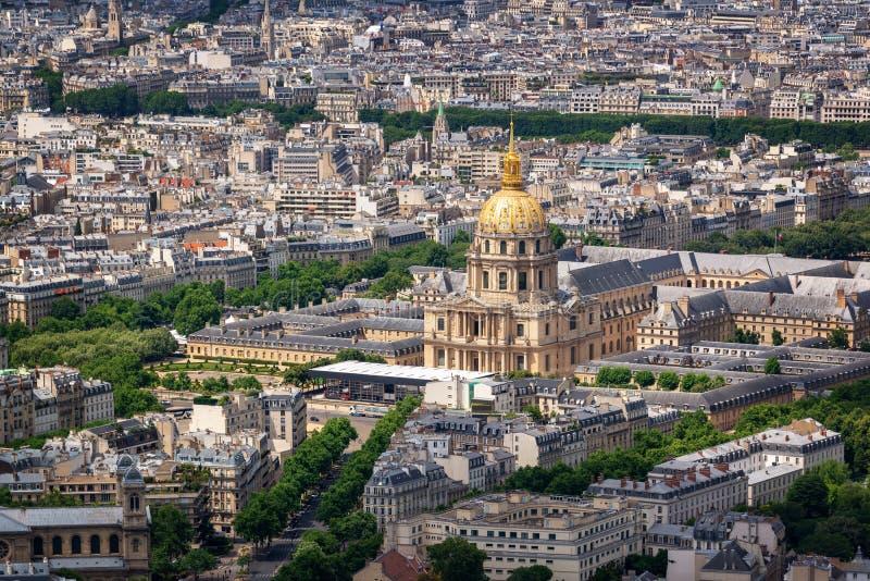 Вид с воздуха des Invalides купола в Париже стоковые фото
