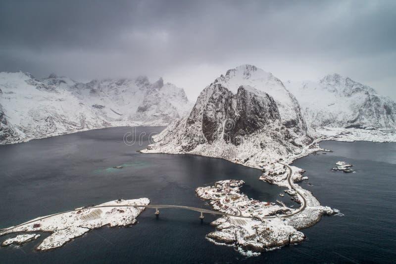 Вид с воздуха Hamnoy, архипелаг Lofoten в Норвегии в зимнем времени стоковое изображение