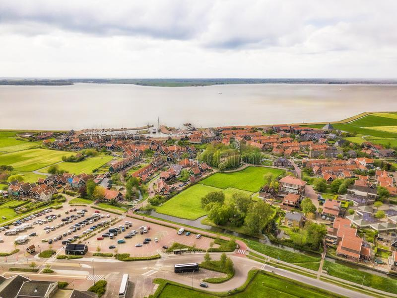 Вид с воздуха Marken, небольшой голландский остров в Markermeer стоковые фотографии rf