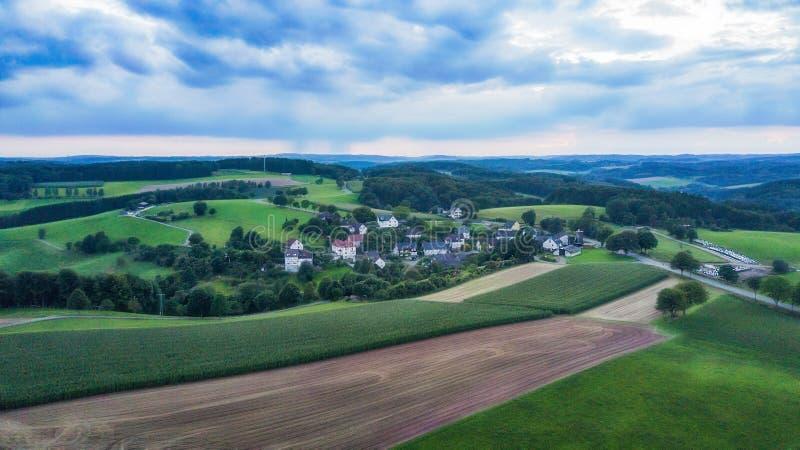 Вид с воздуха Schemmerhausen в графстве Reichshof в Германии стоковое изображение rf