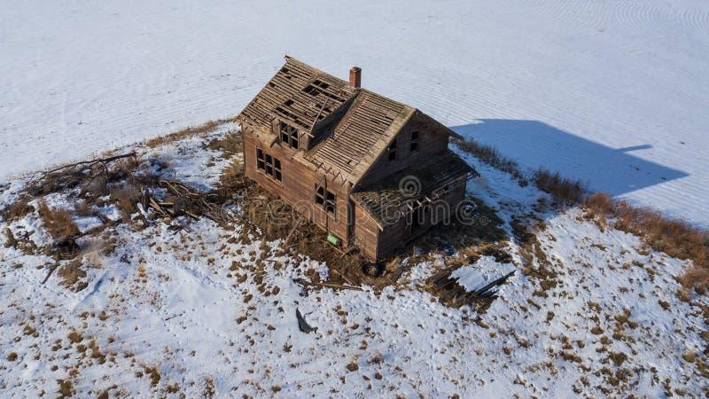 Вид с птичьего полета покинутого дома стоковая фотография rf