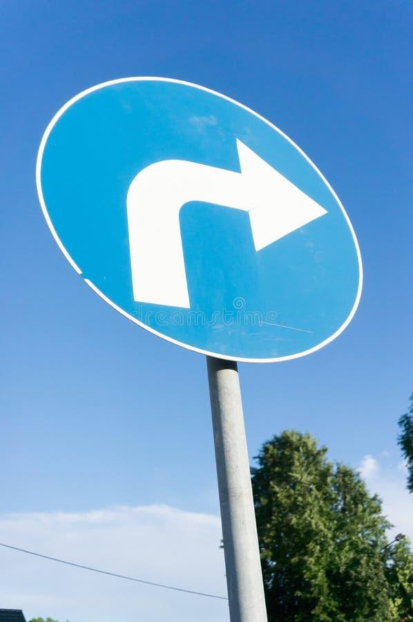 Download движение знака красных тесемок указателя рамки крюковины грубое деревянное Стоковое Изображение - изображение насчитывающей кругло, право: 41659721