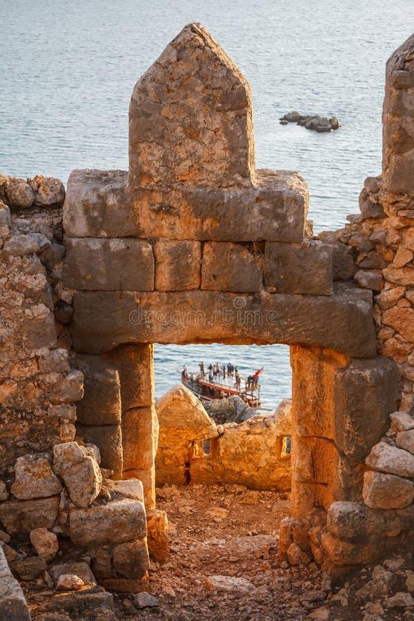 Византийский замок в деревне Kalekoy, построенной над старым Simena стоковое изображение