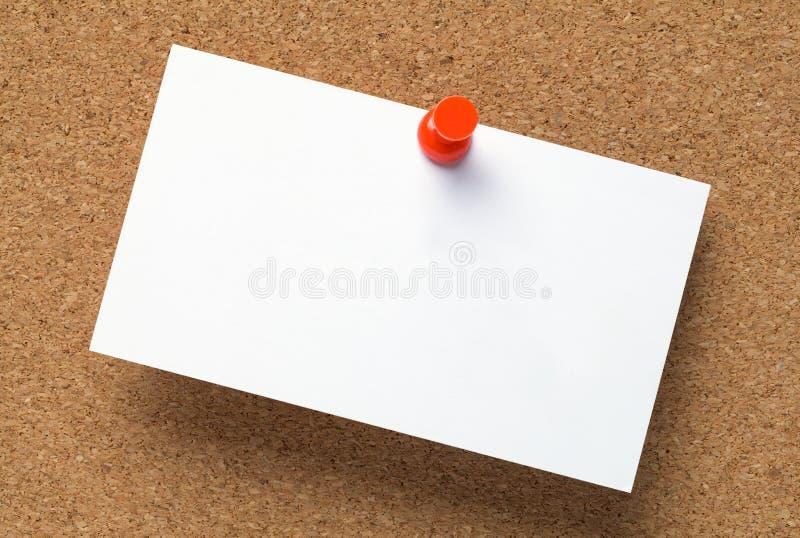 Визитная карточка на пробковой доске стоковые фото