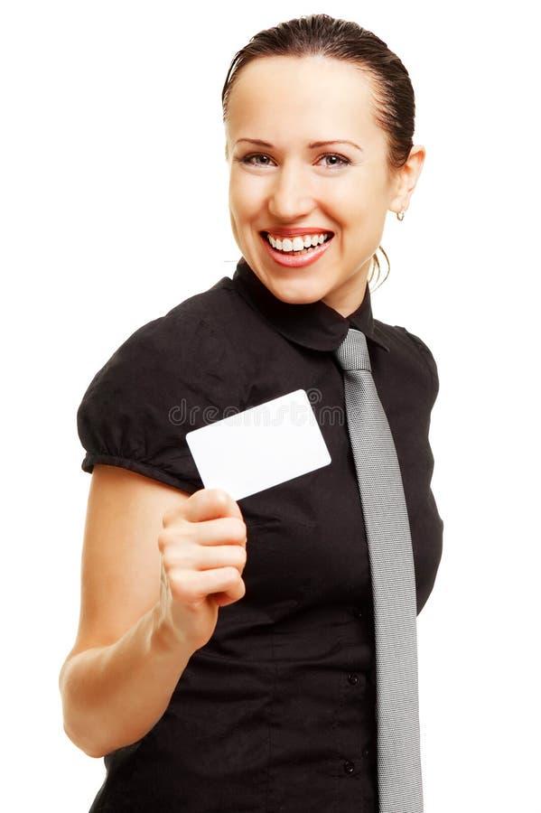 визитная карточка счастливая ее показывая женщина стоковая фотография rf