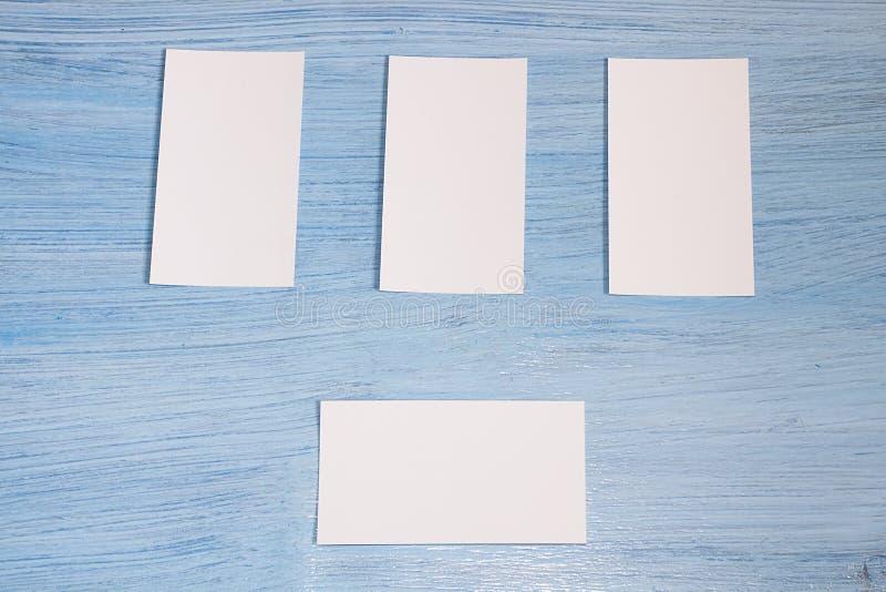 4 визитной карточки в ряд стоковые фотографии rf