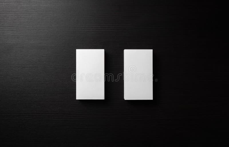 Визитные карточки на черноте стоковая фотография