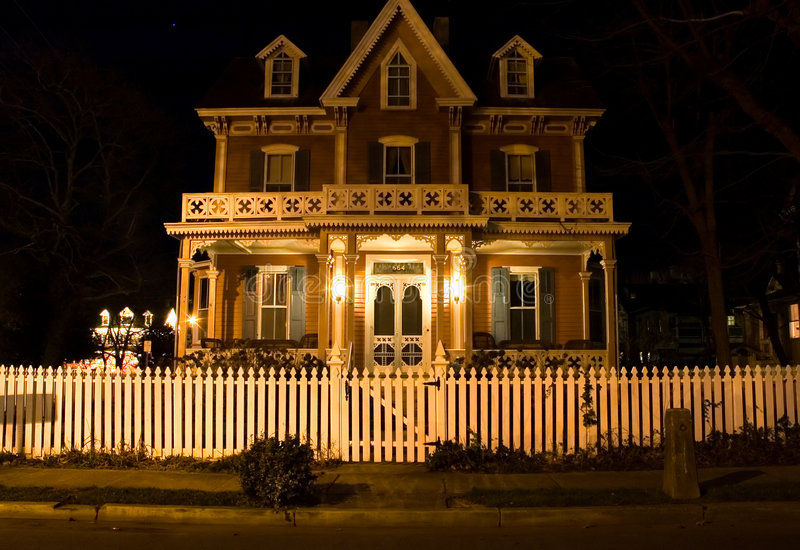 викторианец ночи дома стоковое изображение rf