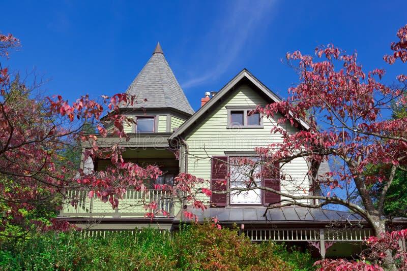 викторианец ферзя дома родного дома падения Аннеы одиночное стоковое изображение rf