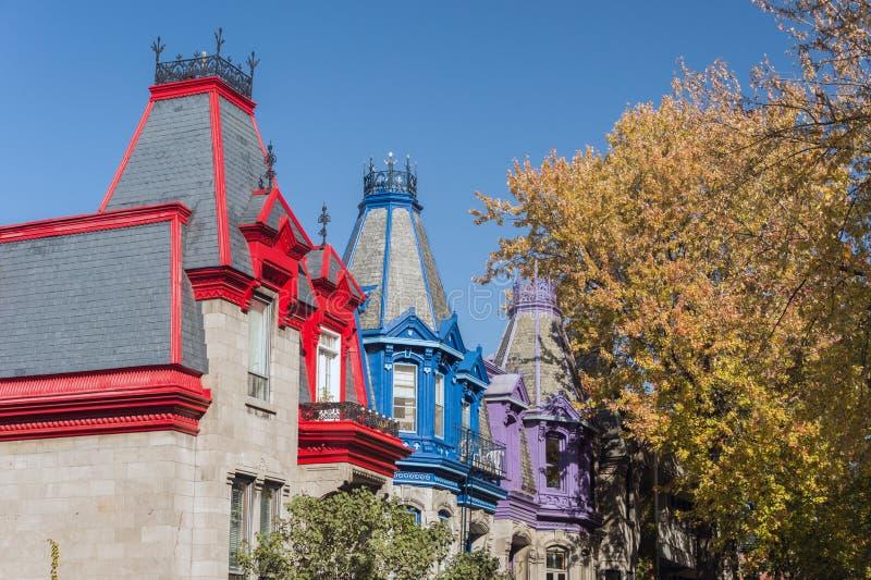 Викторианские красочные дома в квадратном Сент-Луис Монреале стоковое фото rf