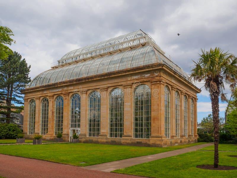 Викторианский дом ладони на королевских ботанических садах, общественный парк в Эдинбурге, Шотландии, Великобритании стоковые фото